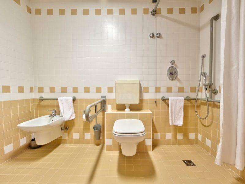 particolare di un bagno attrezzato